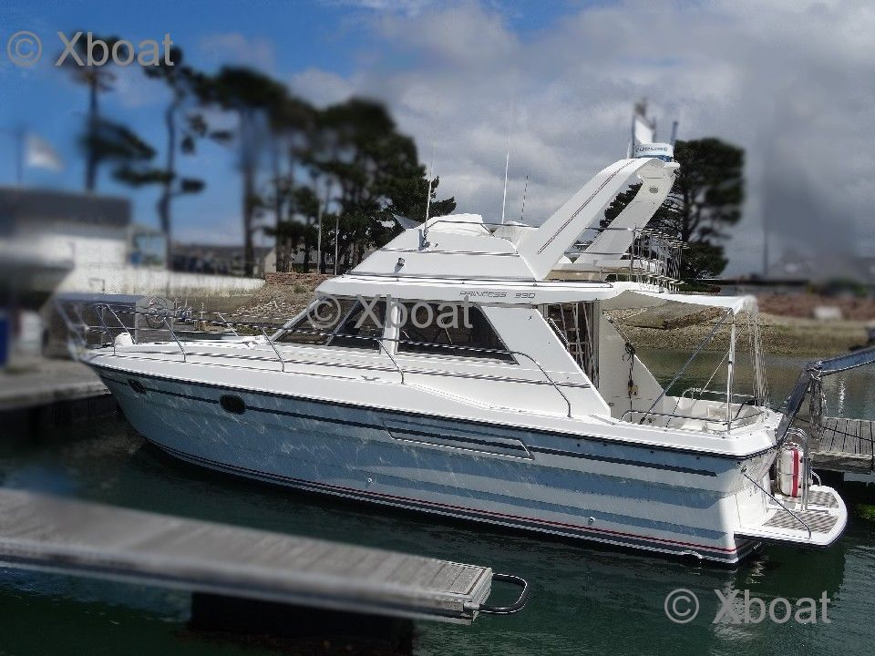 vedette marine projects - princess 330 fly